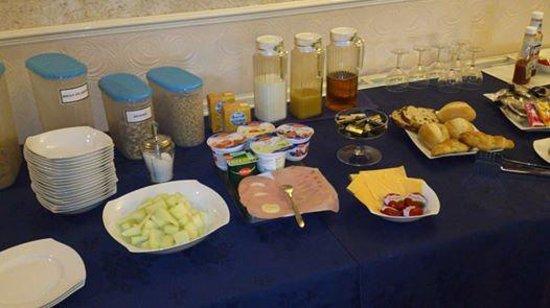 Harmony Guest House: gedeelte van het ontbijt.