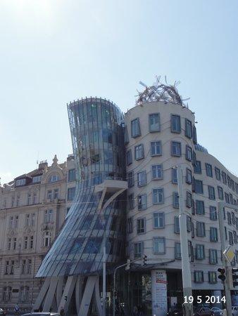 Dancing House: The Dancing building
