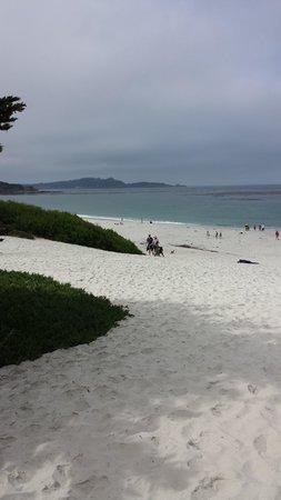 Carmel City Beach / Carmel River Beach: Approaching the beach