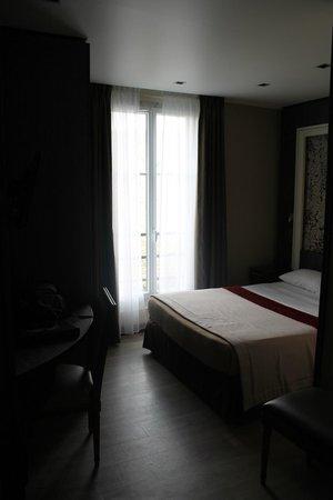 Central Hotel Paris : Cama