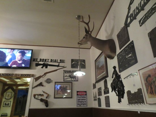 Steve's Sportmans Cafe : Interior