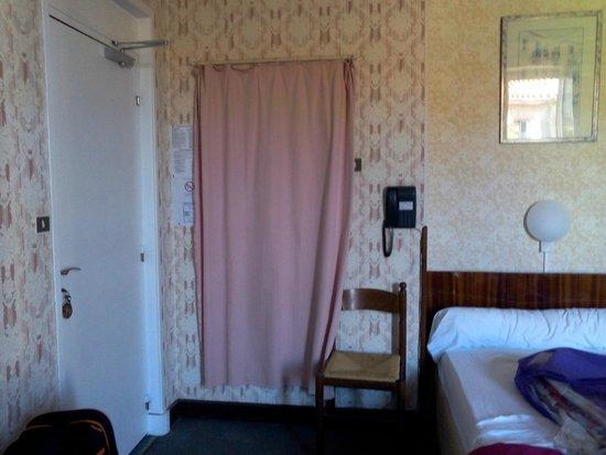 Hotel de provence salon de provence france voir les for Bowling salon de provence tarif