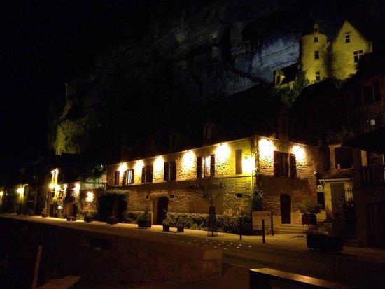 Hotel La Belle Etoile : La Belle Etoille in the evening