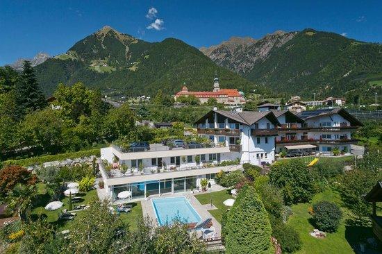 Hotel herz bewertungen fotos preisvergleich tirolo for Design hotel dorf tirol