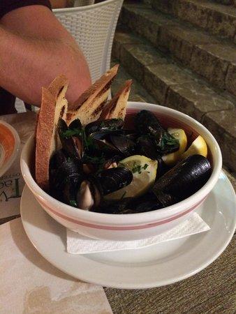 Pizzeria Vecchia Taormina: Mussel starter, a big thumbs up!