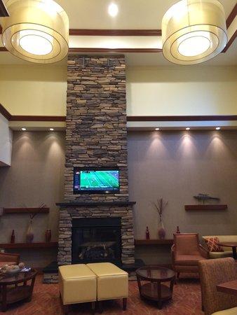Hampton Inn & Suites Mystic: Lounge area