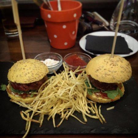 Origen Taberna : 'half portion' of mini burgers