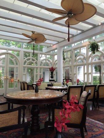 Sofitel Legend Metropole Hanoi: Beautiful French colonial architecture.
