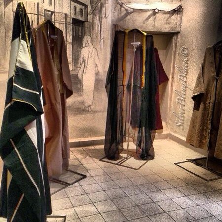 Sadu House: Traditional men's wear ( bisht ) and the changing through decades