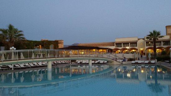 Bella Beach Hotel: nice pool