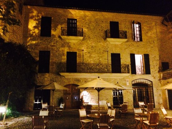 Cas Comte Petit Hotel & Spa: Courtyard