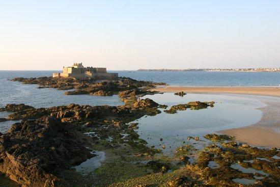 Les remparts de Saint-Malo : Blick von der Stadtmauer auf Grand Bè