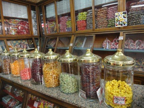 Culinary Backstreets -Tours : Candy shop