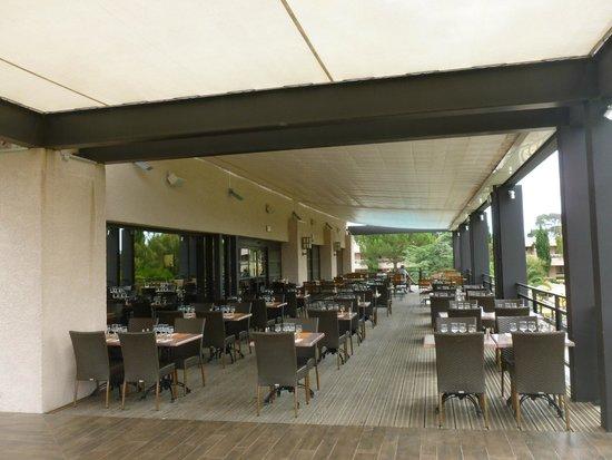 Hotel de Massane : La terrasse du restaurant