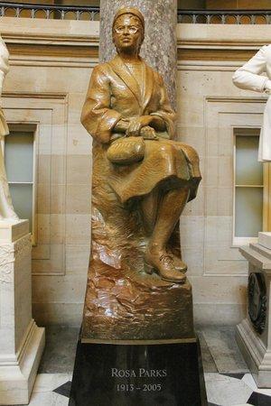 Capitol Hill: Estatua en su interior.