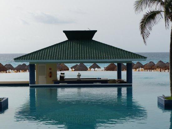 Iberostar Cancun: pool bar
