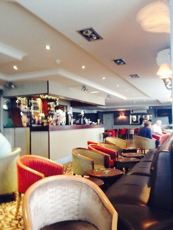 Elgin Hotel Blackpool: Bar area!!! Plenty of room!!!