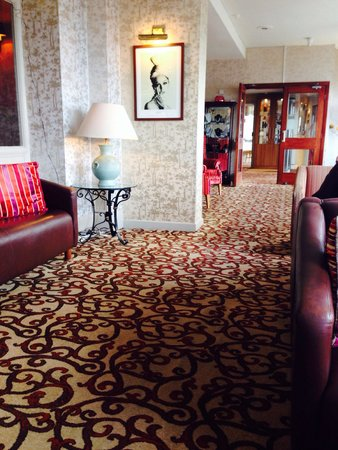 Elgin Hotel Blackpool: Enterance hall way by reception