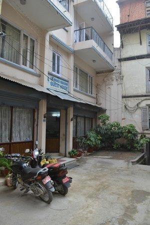 Kathmandu Madhuban Guest House : Entrance