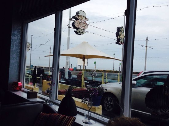 Elgin Hotel Blackpool: Nice relaxing time watchin world go by!!!
