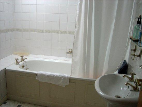 T'yn y Cornel Hotel: Bathroom