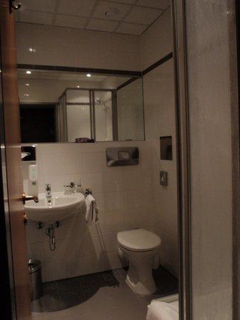 Hotel Viennart am Museumsquartier : Baño de la habitación