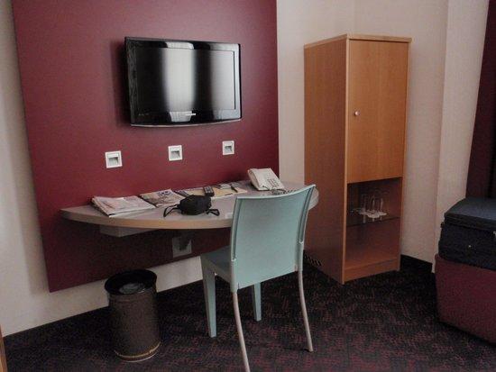Hotel Viennart am Museumsquartier: Habitación zona escritorio