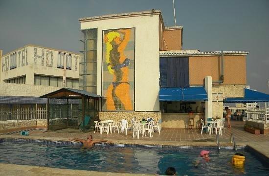 Hotel Costa Del Sol: pisina del ultimo piso