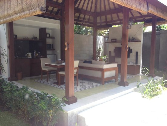 The Astari - Villa and Residence : tv area - outdoors
