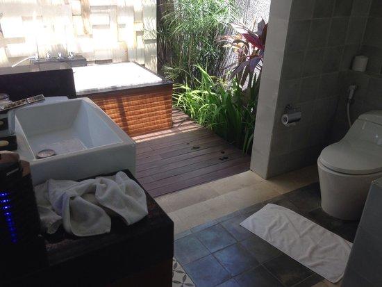 The Astari - Villa and Residence : outdoor bath tub