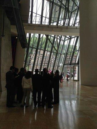 Museo Guggenheim de Bilbao: Glass atrium provides lots of light