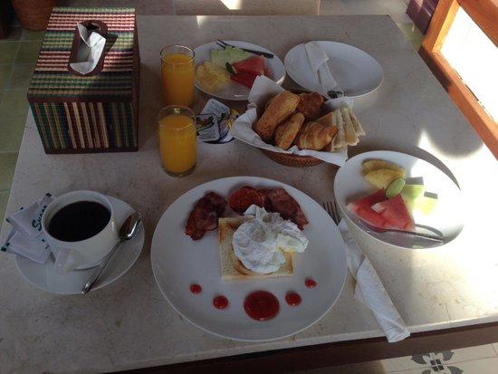 The Astari - Villa and Residence : breakfast via room service
