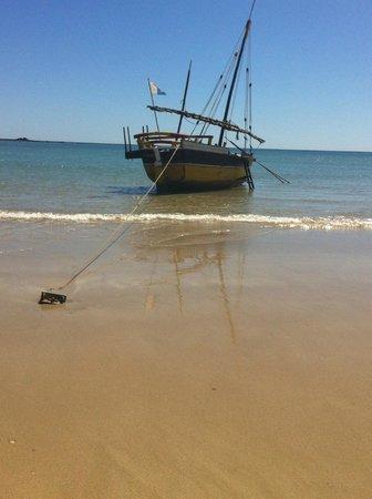 La Casa Flops: Andilana Beach