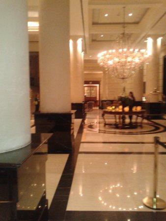 Diplomatic Hotel: Lobby do hotel.