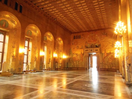 Ayuntamiento: The Golden Hall is decorated in the Byzantine style