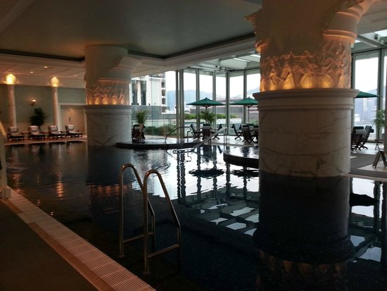 The Peninsula Hong Kong: Pool