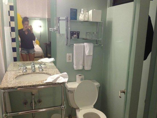 Hotel Triton: bathroom, rather small