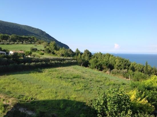 Hotel Beatrice: il Monte Conero e il mare visti dalla camera
