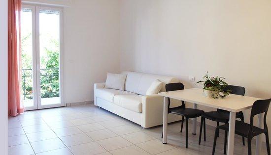 Camera Da Letto Con Divano : Soggiorno con divano letto camera da letto monolocale nuovo con aria