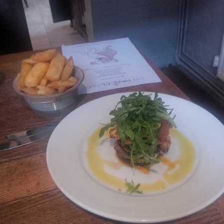 The Parcel Yard: Veg lasagna and chips