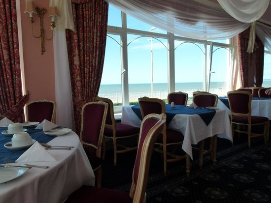 Best Western Royal Victoria Hotel: Breakfast room with sea view