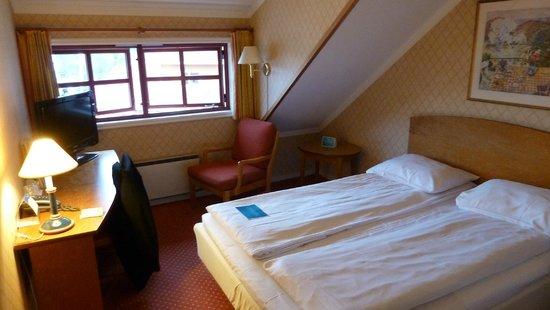Scandic Hafjell: Schlafberreich mit Dachschräge
