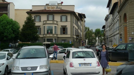 Hotel San Gallo Palace: One day we were lucky to find parking space just in front of the hotel.