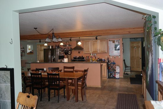 Bay Avenue Bed and Breakfast: Kitchen