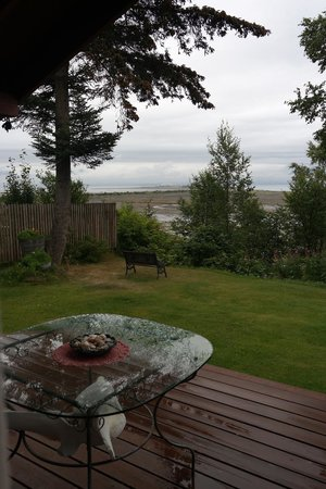 Bay Avenue Bed and Breakfast: The porch 2
