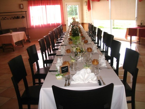 Hotel-Restaurant de Tesse : Table de fête au restaurant...