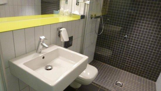 Quality Hotel Waterfront Alesund: Design Badezimmer (Nur Dusche)