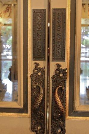 Teatro Nacional Costa Rica: Door handles