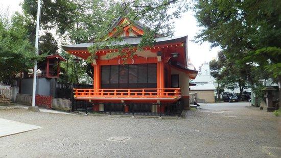 Hanazono Shrine: in the grounds of Hanazono-jinja