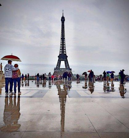 Tour Eiffel : Eifel tower raining